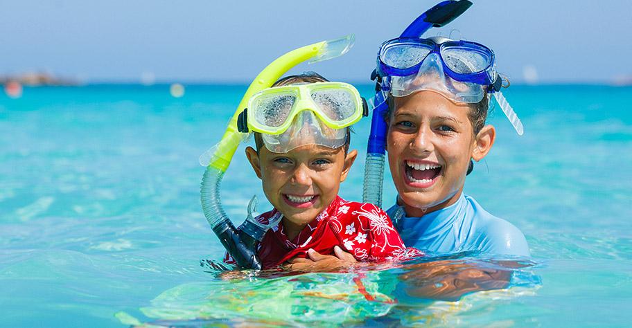 Malediven Kinder mit Schnorchel